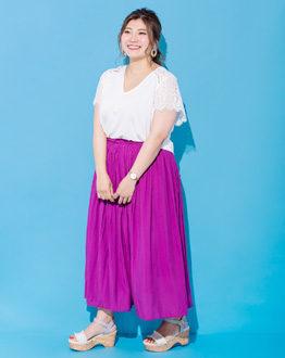 キレイ色ボリュームスカートには厚底サンダルでバランスUP