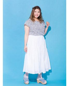 白を引き立てるキレイ色ブルーが女っぽ!